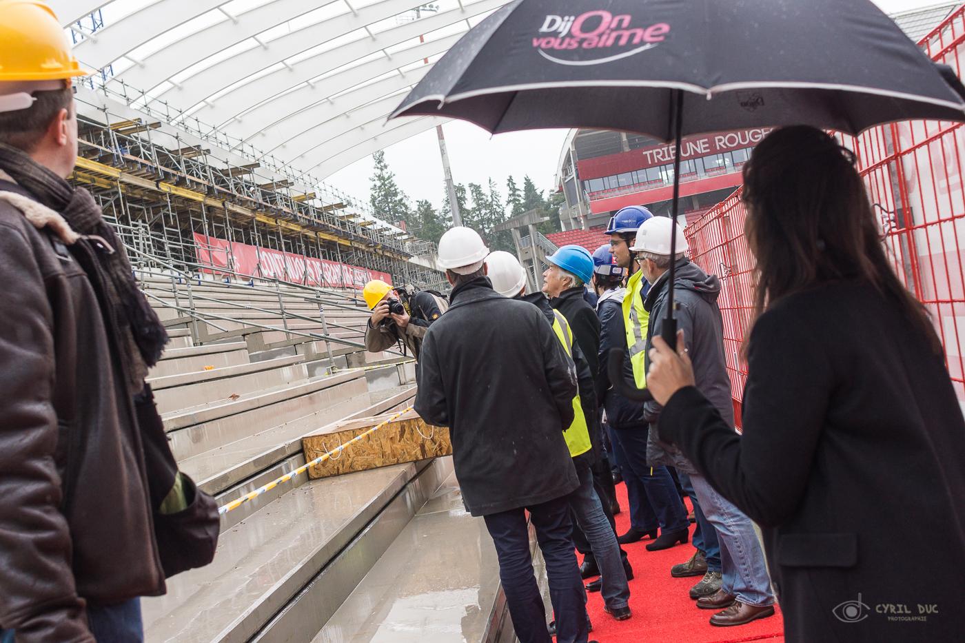 Visite du chantier de la nouvelle tribune du stade du DFCO par François Rebsamen
